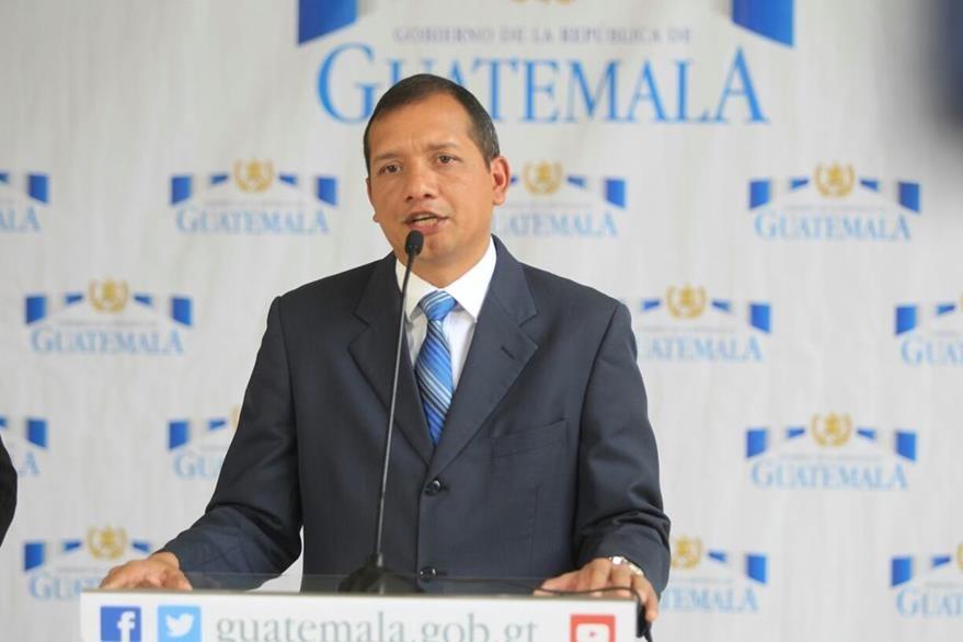 El ministro de Gobernación Francisco Rivas, explica que desde el caso La Línea o Cooptación del Estado, se amenazó la vida de Thelma Aldana. (Foto Prensa Libre: Esbin García)