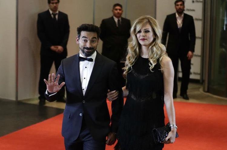 El jugador argentino Ezequiel Lavezzi y su esposa Yanina Screpante serán testigos de la boda de Lionel Messi y Antonella Rocuzzo. (Foto Prensa Libre: AP)