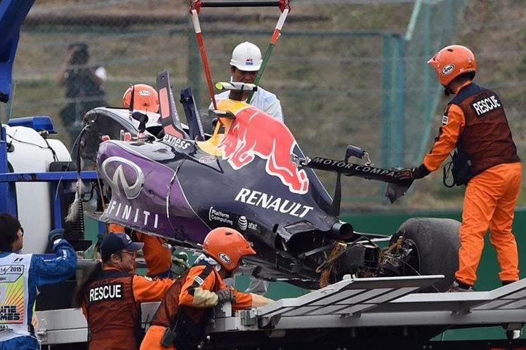 El automóvil del ruso quedó bastante afectado tras el accidente. (Foto Prensa Libre: AFP)