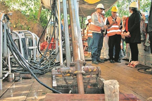 """<p>Trabajadores en el interior de la mina San Rafael Las Flores, ubicada en Santa Rosa. (Foto Prensa Libre: Archivo)<br _mce_bogus=""""1""""></p>"""