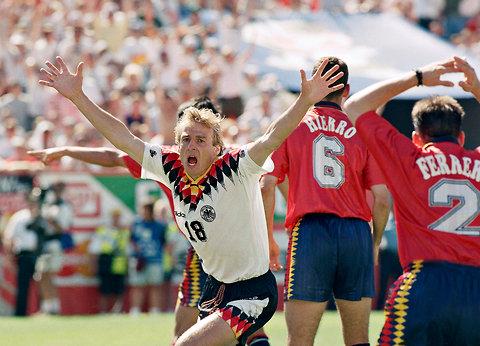El exgoleador alemán y actual técnico de la selección de Estados Unidos, Jurgen Klinsmann, será nombrado capitán honorífico de la selección de su país. (Foto Prensa Libre: Hemeroteca)