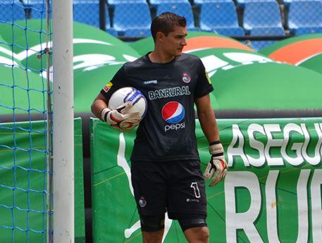 Cristian Álvarez buscará un lugar en la portería escarlata. (Foto Prensa Libre: Municipal)