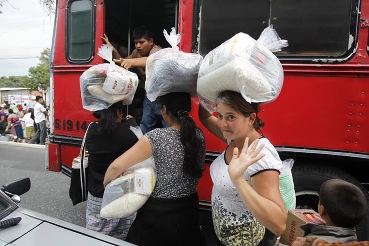 Los últimos dos gobiernos utilizaron los programas para famiilias de escasos recursos. (FotO oPrensa Libre Hemeroteca PL)