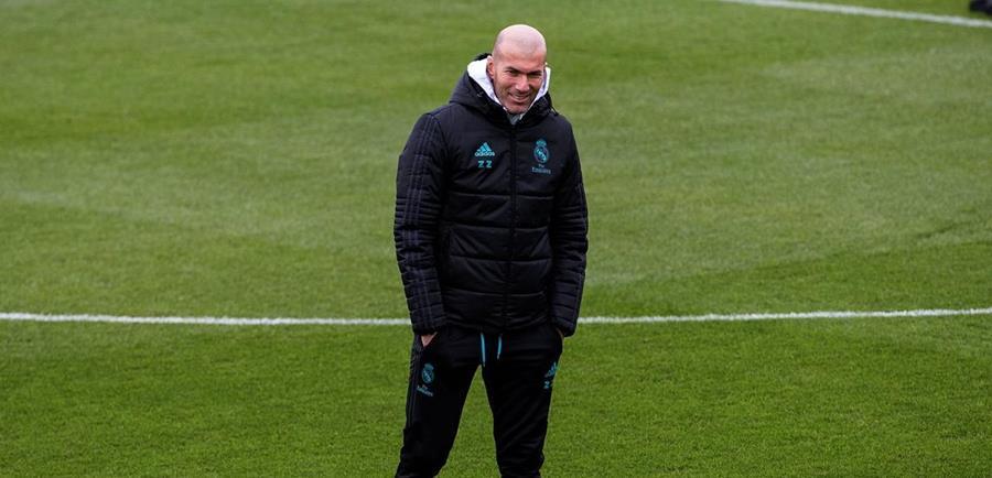 Zinedine Zidane, durante la práctica del Real Madrid, este viernes, en la Ciudad Deportiva de Valdebebas. (Foto Prensa Libre: EFE)