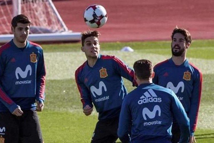España es una de las selecciones candidatas para ganar la Copa del Mundo de Rusia 2018, este martes enfrentará en amistoso a los anfitriones del próximo mundial. (Foto Prensa Libre: AFP)