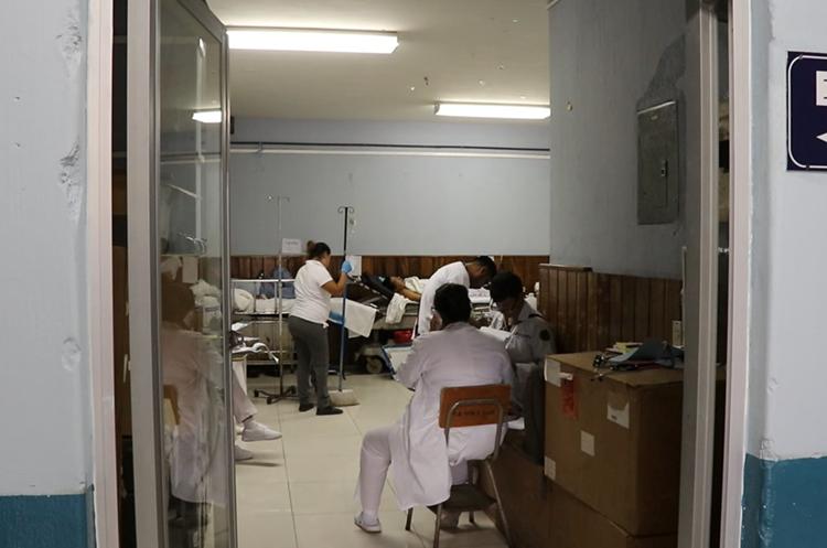 La falta de insumos, personal para brindar atención, medicamentos, entre otros, mantienen en crisis el hospital. (Foto Prensa Libre: Hugo Oliva)