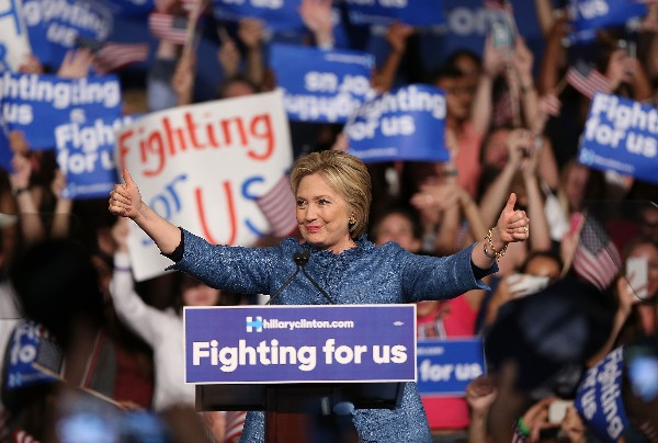 "<span class=""hps"">Hillary</span> <span class=""hps"">Clinton</span> <span class=""hps"">habla a</span> <span class=""hps"">sus seguidores</span> <span class=""hps"">en</span> <span class=""hps"">Palm Beach.</span>"