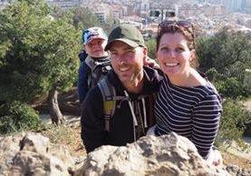 Ethan, Terry y Jennifer viajan por Europa con una casa rodante como pertenencia principal (Foto Prensa Libre: Travel As They Grow).