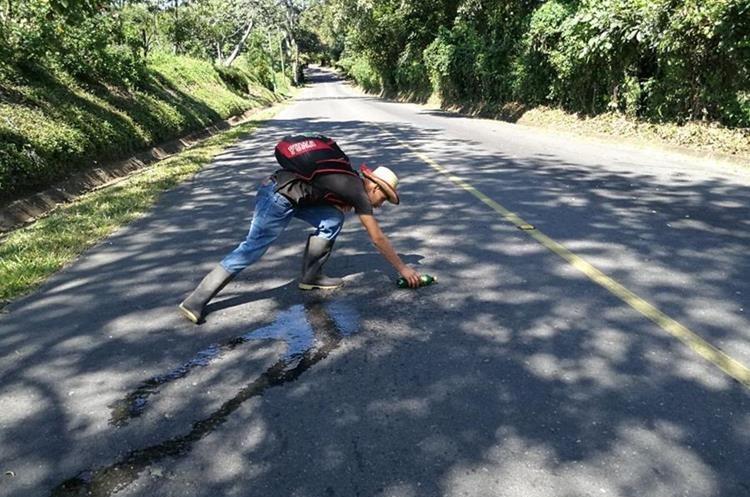 El agua también pareciera correr hacia arriba, en el km 161, La Guardianía, San Lucas Tolimán. (Foto Prensa Libre: César Pérez Marroquín)
