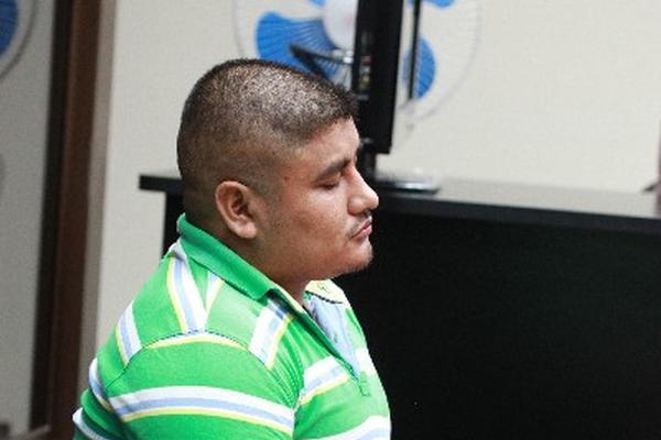 Las fuerzas de seguridad revisaron la casa de Donaldo Saúl Villatoro Cano, hermano del presunto narco, Guayo Cano. (Foto Prensa Libre: E. Paredes)