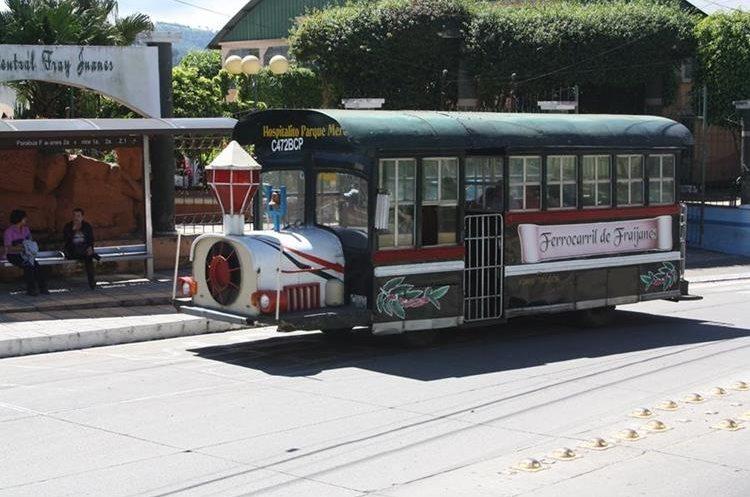 El autobús traslada a vecinos hacia el hospital, mercado y escuelas públicas. (Foto Prensa Libre: Cortesía)