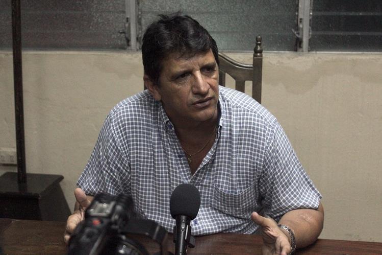 Julio Mejía, miembro de la junta directiva de Pana FC Serpiente Rojas durante la conferencia de Prensa. (Foto Prensa Libre: Álexander Coyoy)