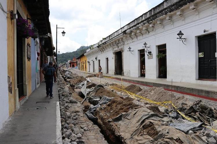 Antigüeños serán beneficiados con la ampliación del sistema de agua potable. (Foto Prensa Libre: Julio Sicán)