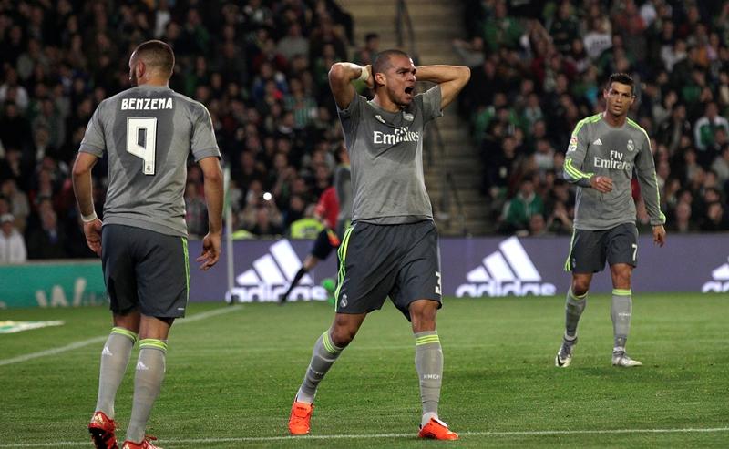 El Madrid se aleja más del liderato de la Liga española. (Foto Prensa Libre: AP)