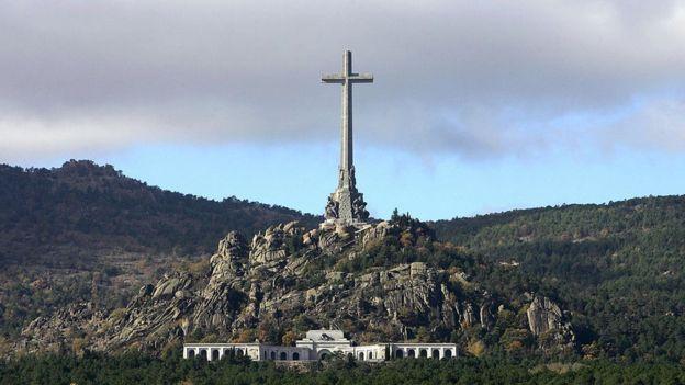 Para los familiares de las víctimas, el financiamiento público del mausoleo es un insulto a su memoria. AFP