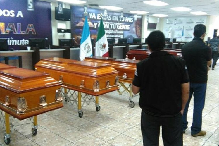 Los cuerpos de los seis guatemaltecos fueron entregados a familiares. (Foto Prensa Libre:)