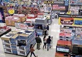 Comercios locales se anticipan con descuentos previo al Black Friday que se celebra en Estados Unidos. (Foto Prensa Libre: Estuardo Paredes)