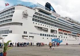 Buque Norwegian Jade llegó a Puerto Santo Tomás con 2 mil 942 pasajeros y 1 mil 48 tripulantes.