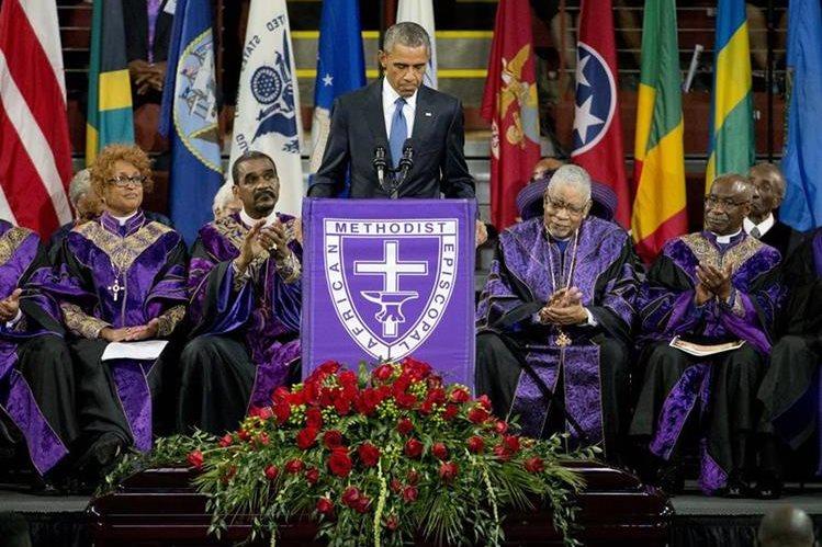 Obama brinda su discurso frente a la feligresía en Charleston, donde será el funeral del pastor Clementa Pinckney. (Foto Prensa Libre: AP).