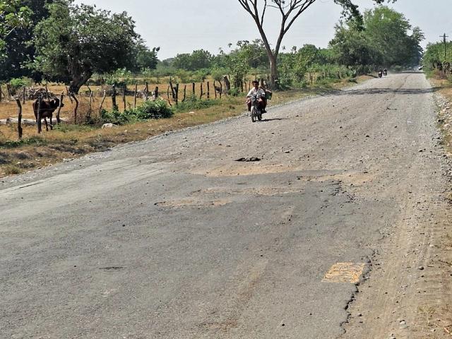 En un tramo de Moyuta, Jutiapa, el pavimento se encuentra en deterioro total, según la escala, que es cuando desaparecen las capas de asfalto.