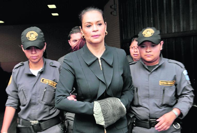 El juez Miguel Ángel Gálvez resolvió que Roxana Baldetti Elías, deberá regresar a la prisión Santa Teresa el próximo viernes. (Foto Prensa Libre: Hemeroteca PL)