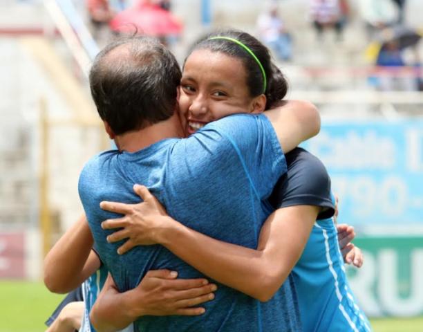 Yubitza Mayén anotó los dos goles del triunfo para Unifut. (Foto Prensa Libre: Carlos Ventura)