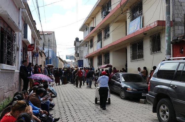 Los maestros exigen que el Gobierno firme el pacto colectivo. (Foto Prensa Libre: Héctor Cordero)