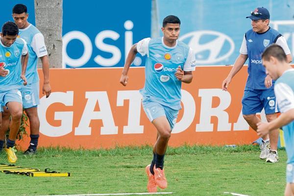 El jugador del FC Dallas, Hernández, se ha acoplado bien a los entrenamientos con la Selección Nacional.(Foto Prensa Libre: Francisco Sánchez)