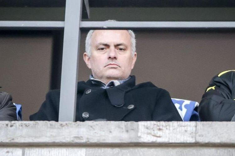 El portugués José Mourinho asistió al juego entre el Hertha y el Borussia Dortmund en el estadio Olímpico el fin de semana. (Foto Prensa Libre: EFE)