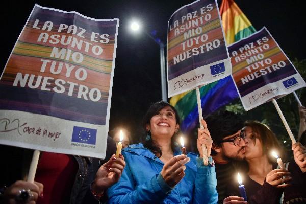Colombianos celebran en Bogotá la firma dela acuerdo de paz. (Foto Prensa Libre: AFP).