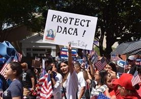 Estudiantes indocumentados amparados por el programa de Acción Diferida para los Llegados en la Infancia (DACA) reclaman sus derechos.(EFE).
