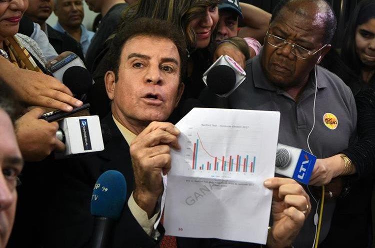 El candidato presidencial por la Alianza opositora, Salvador Nasralla pide se anule las elecciones por fraude. (AFP).