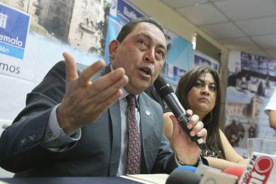 Mauricio López Bonilla, ministro de Gobernación, anuncia reestructuración de la PNC. (Foto Prensa Libre: Esbin García).