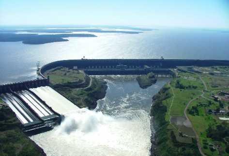 La hidroeléctrica  Itaipú se encuentra entre Brasil y Paraguay y ha impulsado un modelo de RSE que le ha permitido apoyar a las comunidades cercanas de ambos países.