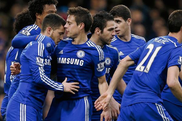 Los jugadores del Chelsea celebraron el triunfo ante el Stoke City. (Foto Prensa Libre: AFP).