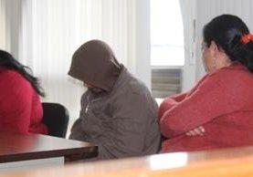 Aurelio Argueta, quien fue condenado   por haber abusado  de sus dos hijas, escucha la decisión del Tribunal de Sentencia Penal de Toto.