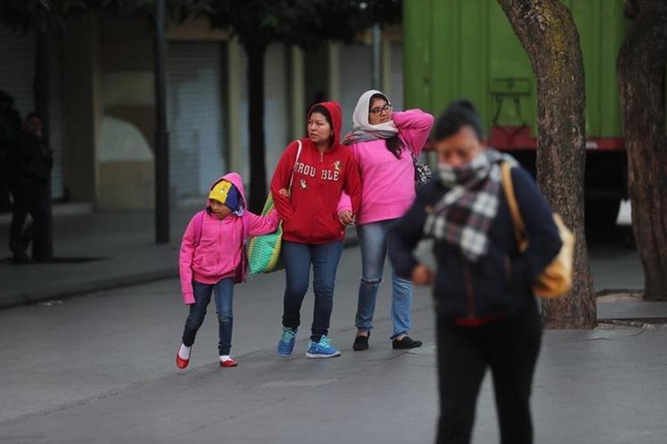 La Conred pide a la población tomar precauciones ante la ola de frío que azota al país. (Foto Prensa Libre: Érick Ávila)