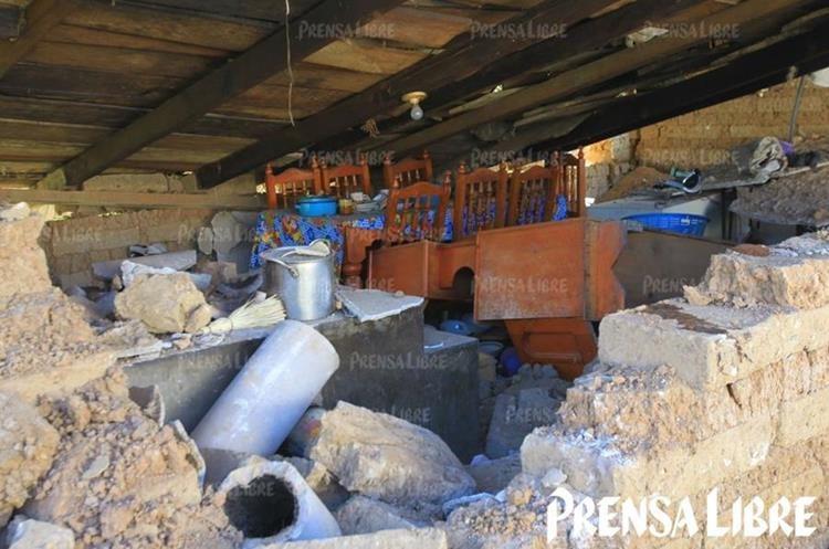 Varias casas fueron destruidas por el terremoto en las áreas remotas de San Marcos. (Foto Prensa Libre: Álvaro Interiano)