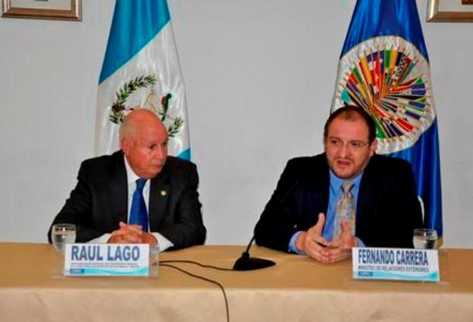 El canciller Fernando Carrera y Raúl Lago, representante del Secretario General de la OEA (Foto Prensa Libre: Cancilleria)