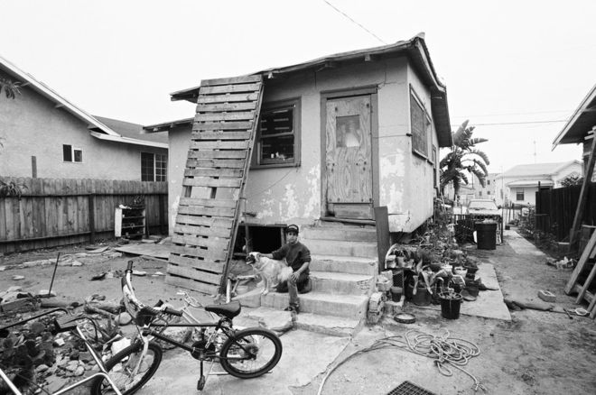 En 1991, Walter Leonardi tuvo acceso para tomar fotos de la banda Geraghty Loma en el área de Los Ángeles, conocida como los Alpes mexicanos. WALTER LEONARDI
