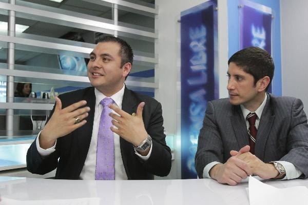 <p>Diego montenegro, del Ipnusac, y Adolfo Alarcón, de Asíes, señalan la necesidad de convocar a un diálogo nacional para definir un plan de seguridad nacional, al afirmar que este es un problema que debe ser resuelto por todos los sectores.</p>