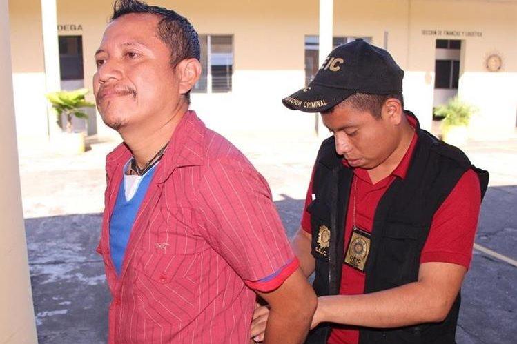 Hombre aprehendido en Escuintla es sindicado de haber abusado de un menor. (Foto Prensa Libre: Carlos E. Paredes)