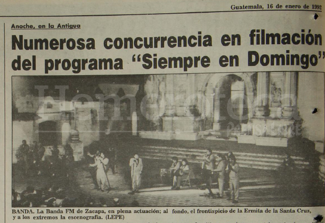 Nota de Prensa Libre del 16/1/1992 informando sobre la grabación del programa Siempre en Domingo, en la foto la presentación del grupo guatemalteco Banda Fm de Zacapa. (Foto: Hemeroteca PL)