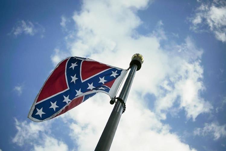 La Cámara de Representantes de Carolina del Sur aprobó la retirada de la bandera confederada del complejo del Capitolio. (Foto Prensa Libre: EFE).
