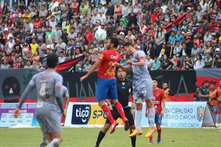 Carlos Kamiani Félix no pudo colaborar con sus goles pero desequilibró a la defensa de Carchá. (Foto Prensa Libre: Eduardo Sam Chun)