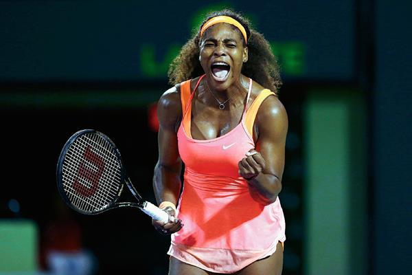 La estadounidense Serena Williams busca el título en el Abierto de Miami. (Foto Prensa Libre:AFP)