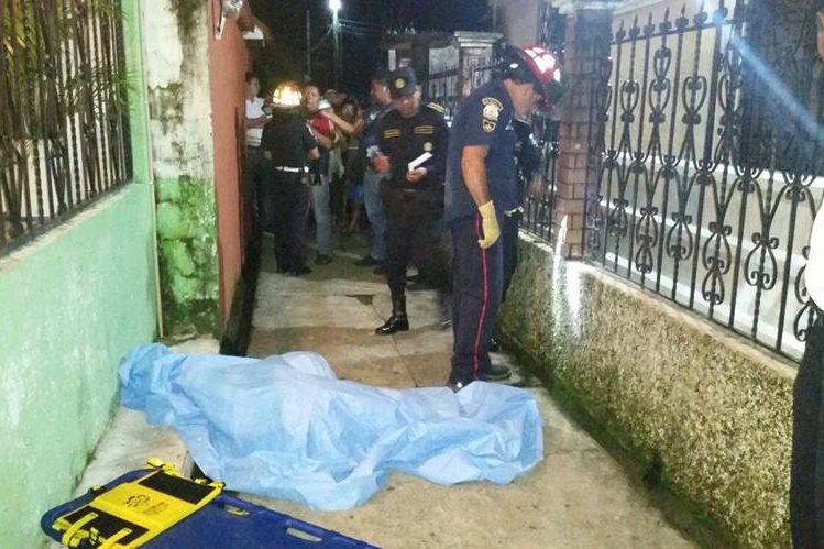 Edilma Carolina Méndez Escalante fue muerta en la colonia 15 de Octubre. (Foto Prensa Libre: Alexánder Coyoy)