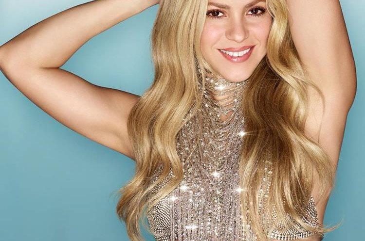 Los fanes notaron que el brazo de Shakira aparece en una posición extraña y su cuello es más largo de lo normal. (Foto Prensa Libre: Facebook).