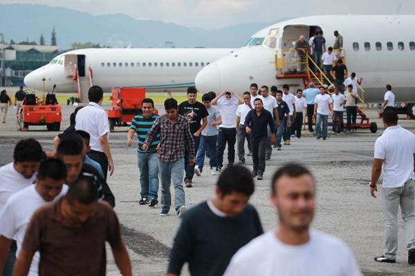La Organización Internacional para las Migraciones señala que alrededor de un millón y medio de guatemaltecos viven en el extranjero. (Foto Prensa Libre: Hemeroteca PL)