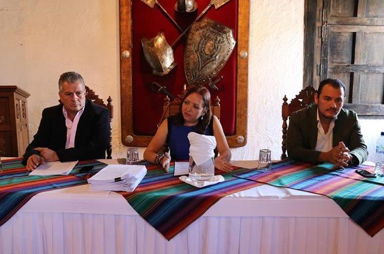 Concejales señalan a alcaldesa por falta de liderazgo al frente de la comuna. (Foto Prensa Libre: Julio Sicán)